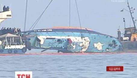"""В Одесской области открыли памятный знак погибшим пассажирам прогулочного катера """"Иволга"""""""