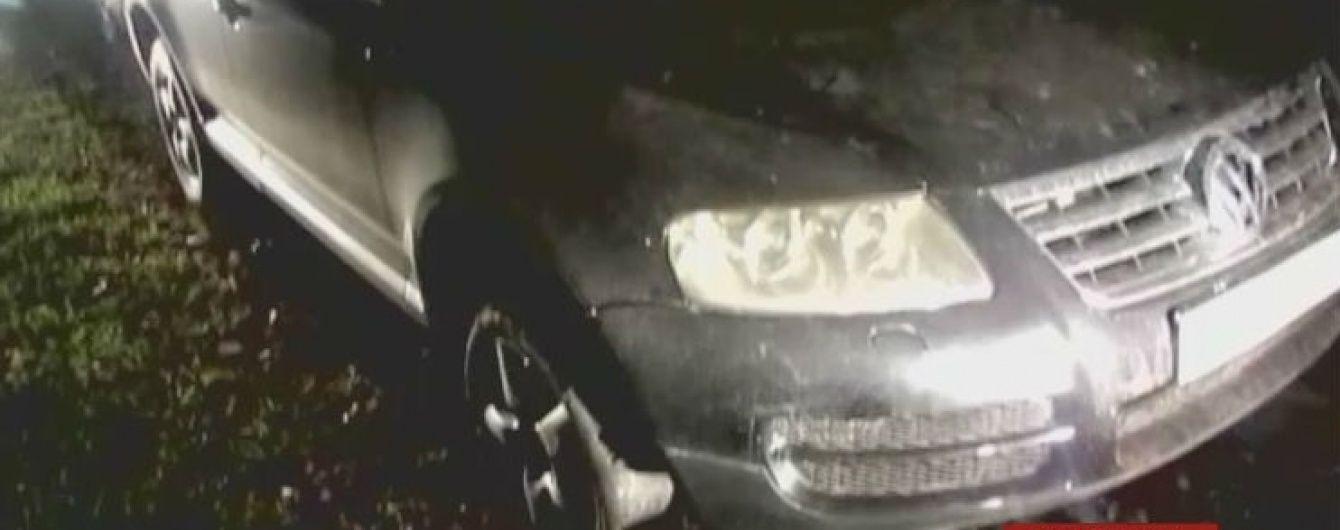 Поліція одразу двох областей зі стріляниною наздоганяла автокрадіїв