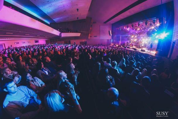 Свято на сцені: У день народження LOBODA фанати заспівали для іменинниці