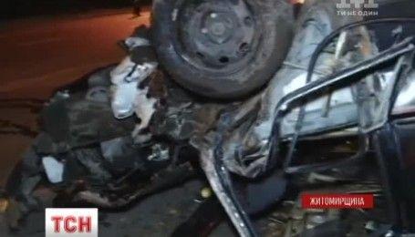 У Бердичеві нетверезий водій зніс електроопору та зіштовхнувся з деревом