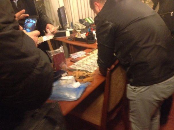 На Тернопольщине СБУ на многотысячной взятке задержала руководителя военкомата