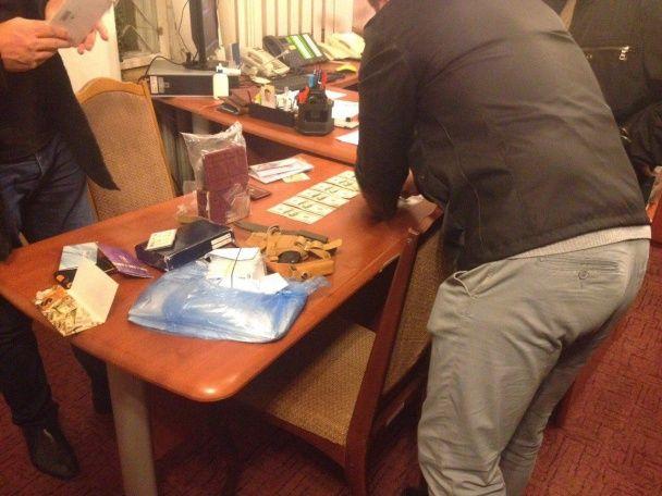 На Тернопільщині СБУ на багатотисячному хабарі затримала керівника військкомату