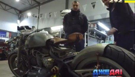 Столичные механики из кучи металлолома собрали шикарный мотоцикл