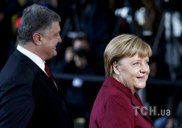 В Берлине Порошенко пообщался с Меркель и Олландом
