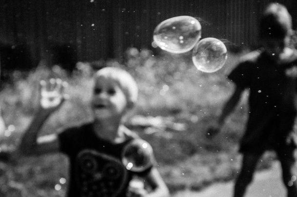 Діти війни. Український фотограф показала життя в сірій зоні Донбасу