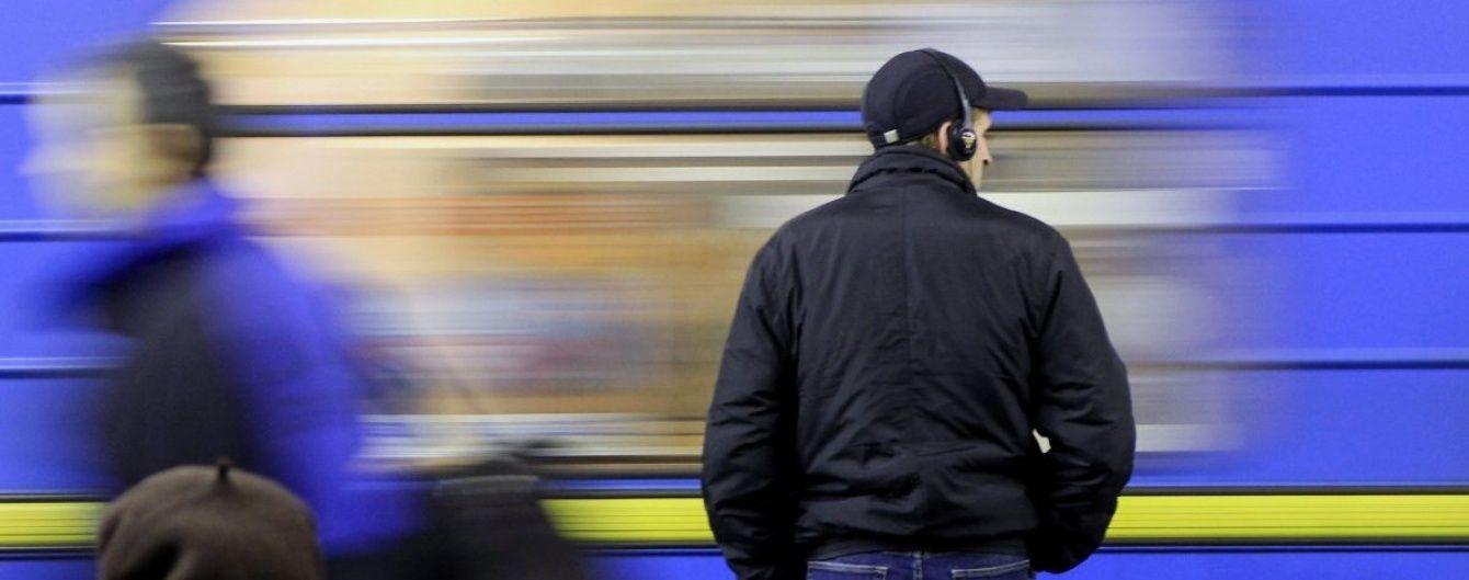 В киевском метро человек упал под поезд