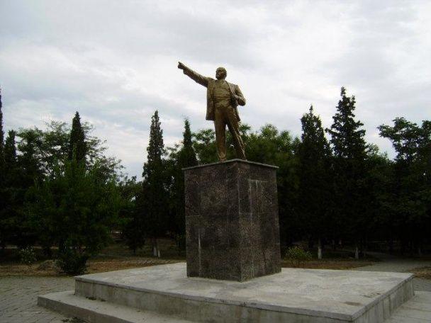 В окупованому Судаку невідомі повалили пам'ятник Леніну