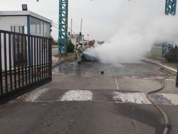 На Львівщині на пункті пропуску вщент згоріло авто