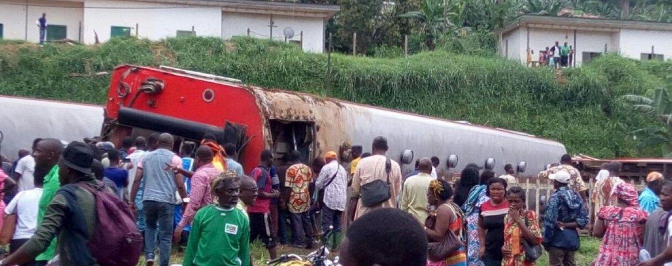У Камеруні потяг зійшов з рейок, 53 особи загинули