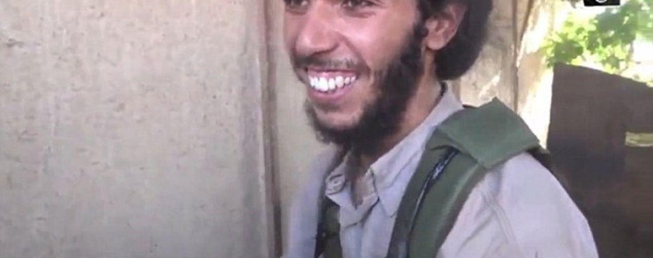"""У Мережі з'явилося відео, як бойовик """"ІД"""" шалено радіє з нагоди стати смертником"""