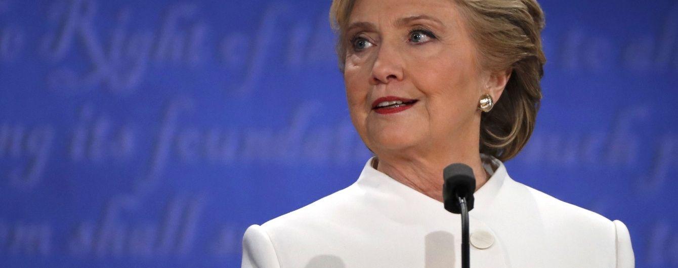 Штаб Клінтон хоче отримати від ФБР більше інформації про її листування