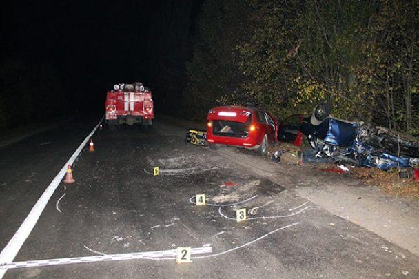 """Страшна ДТП на Вінниччині: """"Мазда"""" знесла з автошляху ВАЗ, є загиблі"""