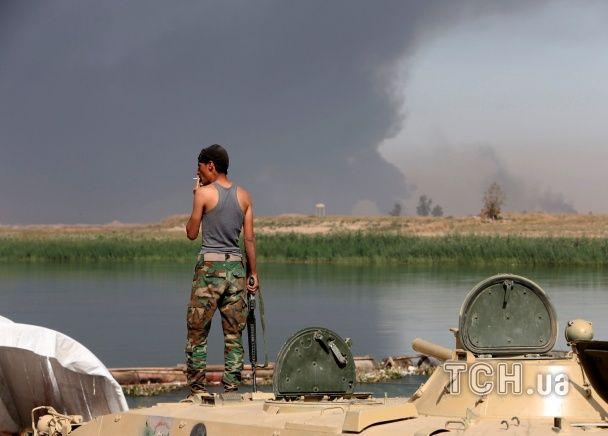 """""""Ісламська держава"""" підпалила токсичний завод в Іраку: отруїлася тисяча людей"""