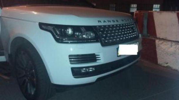 Українка намагалася вивезти до Росії викрадений Range Rover, що розшукував Інтерпол