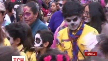 Мерці на вулицях: у Мексиці відзначають День мертвих