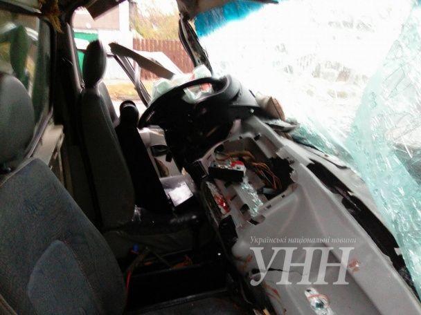 У Житомирі вантажівка протаранила рейсовий автобус, загинув 18-річний пасажир
