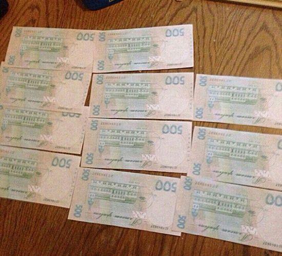 На Сумщині поштарка роздавала пенсії сувенірними купюрами