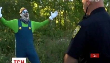 Уголовные шутки: страшные клоуны пугают прохожих по всему миру