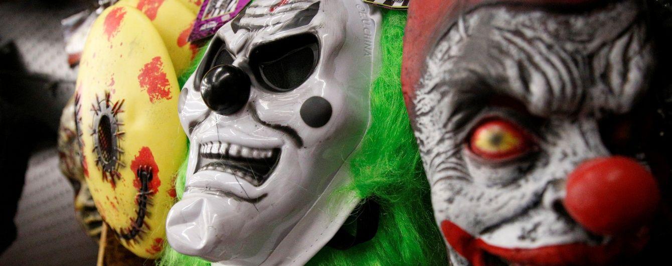 Епідемія страшних клоунів у світі: жартівники ганяються за своїми жертвами з молотками і ножами