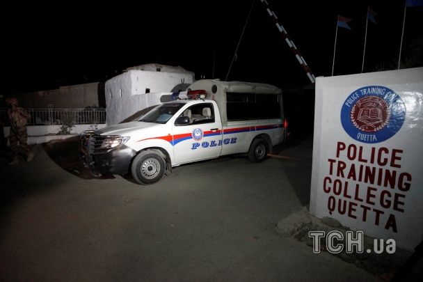 У Пакистані внаслідок кривавого нападу бойовиків на поліцейську академію загинули майже 50 курсантів