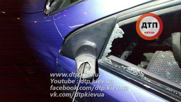 Кривава ДТП у Києві: на жвавому проспекті чоловіка переїхали одразу декілька авто