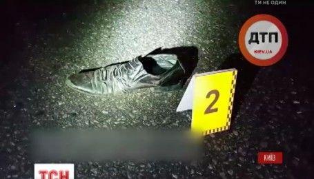 В Киеве сбили пешехода, когда он пытался перейти магистраль шириной в восемь полос