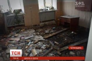 На Чернігівщині пожежу у школі гасили сім годин