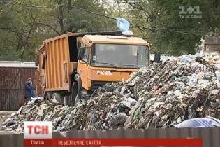 У містечку під Києвом затримали вантажівки із львівським сміттям