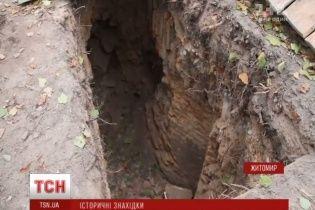 У Житомирі відкопали старовинне підземелля