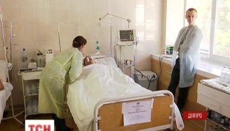 В больнице Мечникова борются за жизнь 23-летнего бойца