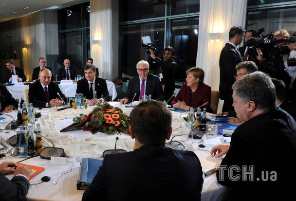 """Усміхнений Путін і напружена Меркель. У Берліні триває зустріч """"нормандської четвірки"""""""