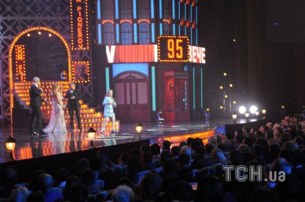 """Донька Кошового станцювала на концерті """"Вечірнього Кварталу"""" під """"Стиль собачки"""""""