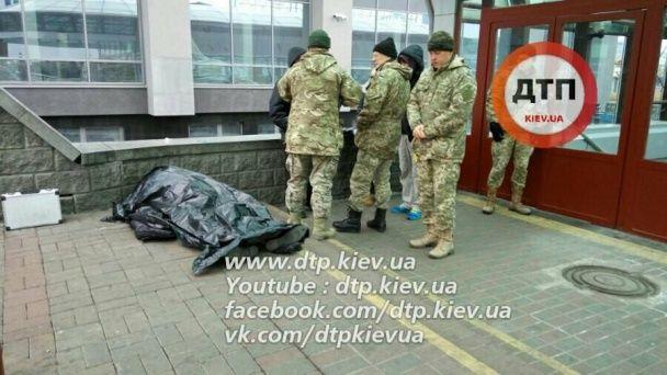 У Києві на вокзалі помер військовий