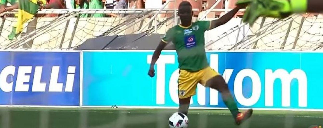 В Африці футболіст отримав жовту картку за блюзнірський фінт
