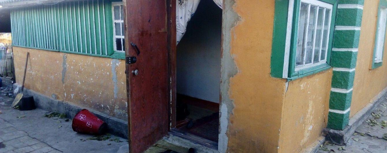 У поліції розповіли подробиці моторошної загибелі дитини на порозі власного дому на Донеччині