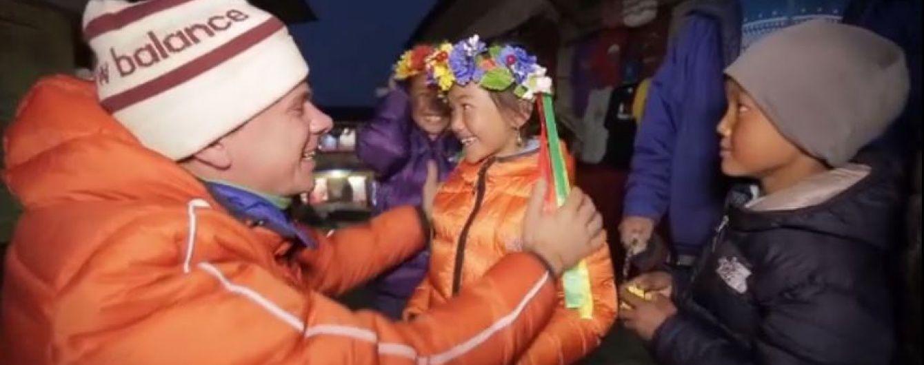 """Ведучий програми """"Світ навиворіт"""" Дмитро Комаров став багатодітним """"батьком"""""""