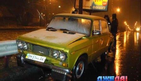 В Киеве водитель скрылся с места ДТП, оставив номер своего автомобиля