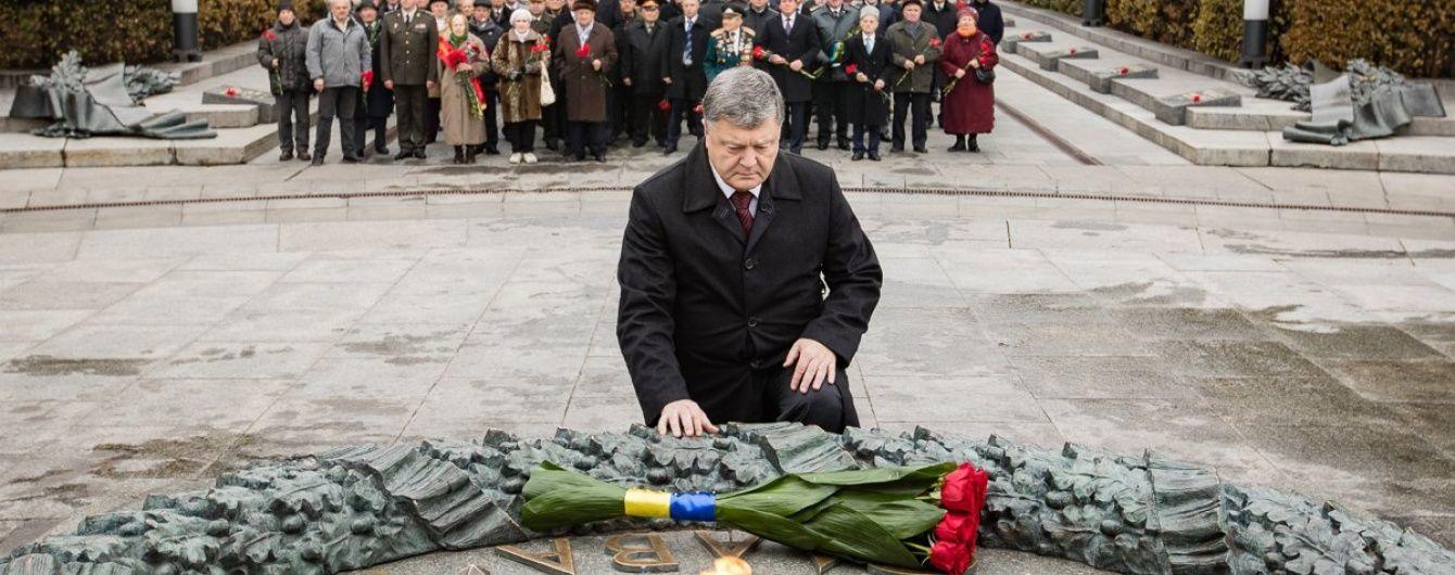 Порошенко привітав українців із 73-ю річницею звільнення Києва
