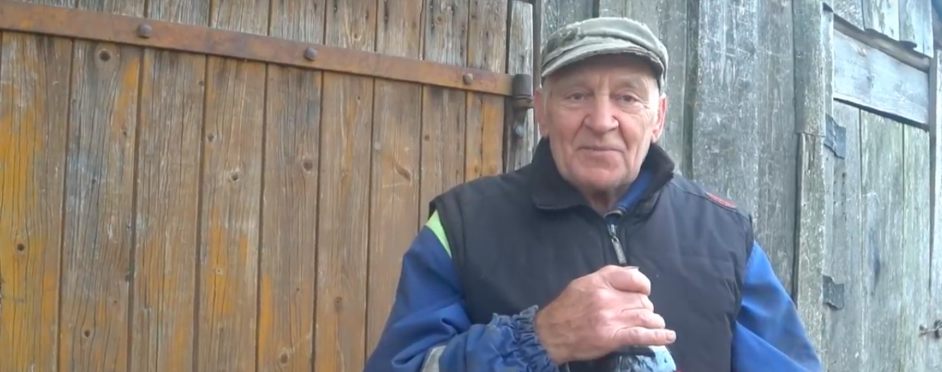 Латвійський дідусь витратив 8 тис. євро, щоб стрибнути на машині в басейн з Колою