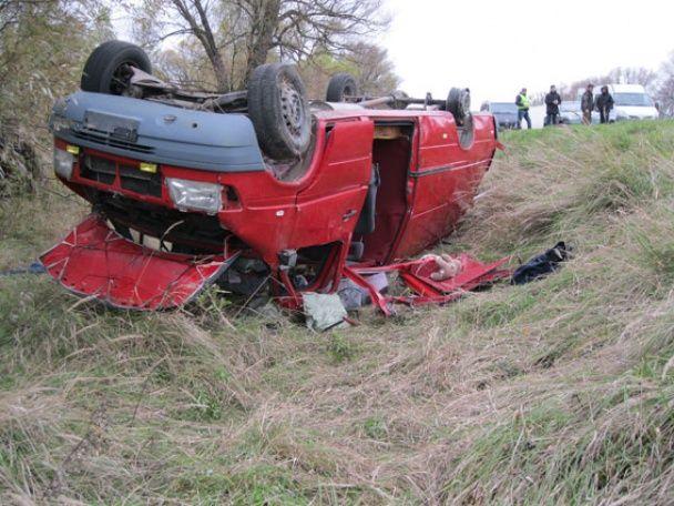 На Чернігівщині мікроавтобус із іноземцями на швидкості вилетів у кювет, є загиблі