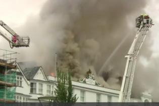 У Англії вогонь охопив настаріший готель