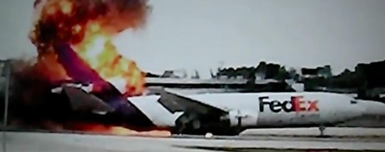 У Флориді на аеродромі загорівся вантажний літак