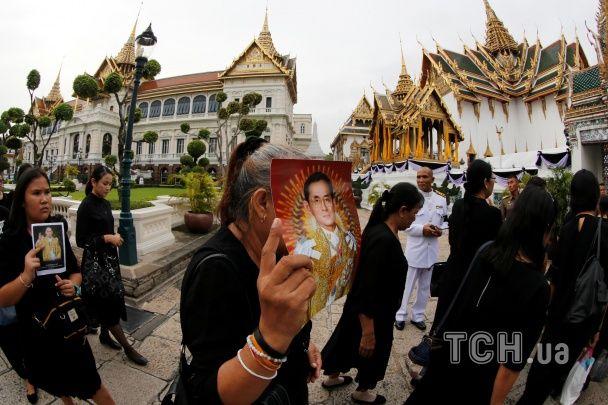 Сльози й скорбота. Як у Таїланді вшанували пам'ять померлого короля