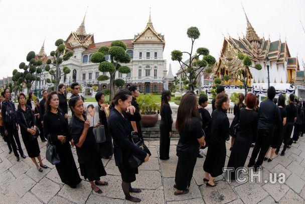 Слезы и скорбь. Как в Таиланде почтили память умершего короля