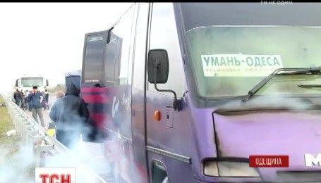 Рейсовий автобус Умань-Одеса згорів на Київській трасі