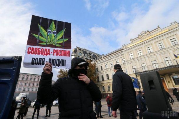 """У Києві на """"конопляному марші"""" затримали """"свободівців"""""""