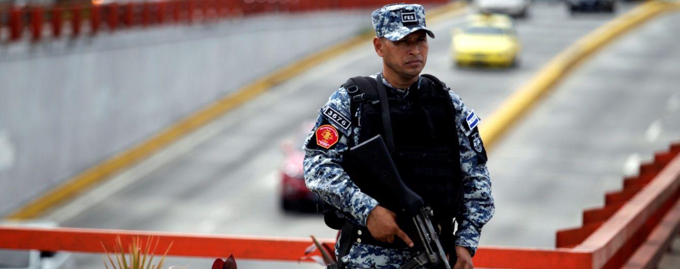 У Сальвадорі затримали екс-президента країни через підозру у привласненні мільйонів державних коштів