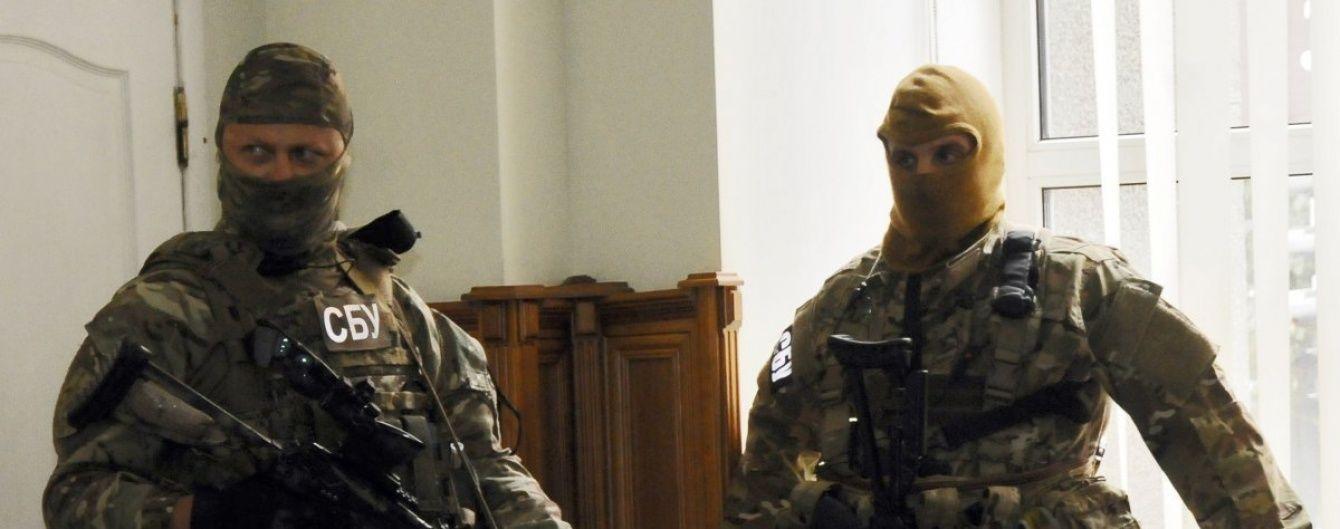 Прокуратура й СБУ влаштували обшуки в митників на Сумщині