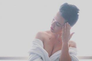 Зваблива Астаф'єва в образі гейші засвітила груди на обкладинці чоловічого глянцю