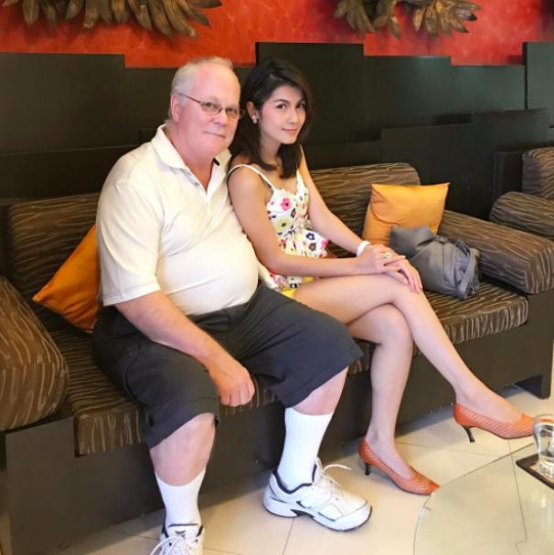 """Колишня порнозірка завдяки """"молитвам і медитаціям"""" знайшла собі чоловіка, який на 39 років старше її"""
